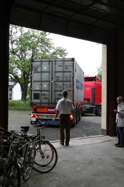 2007_05-06_container_wird_gepackt_17