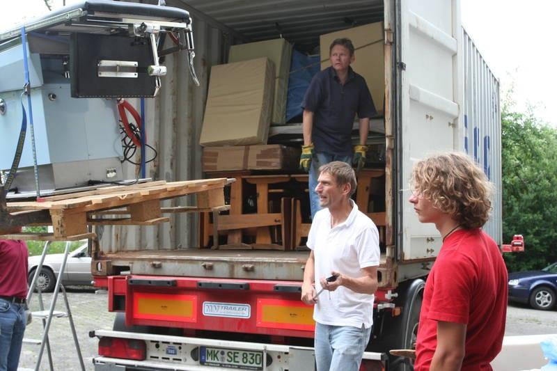 2007_05-06_container_wird_gepackt_36