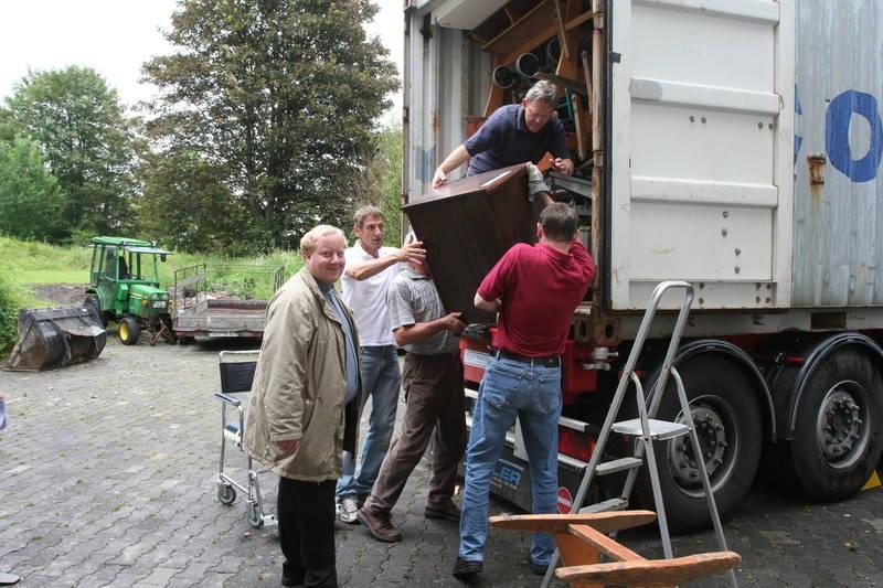 2007_05-06_container_wird_gepackt_39