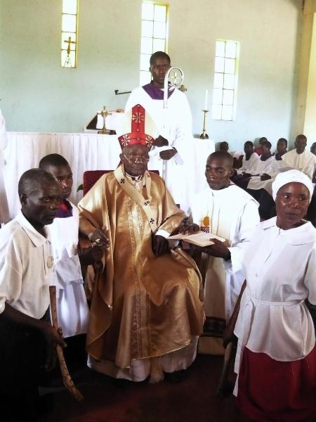 erbischof-j-spaita-beim-pontifikalamt