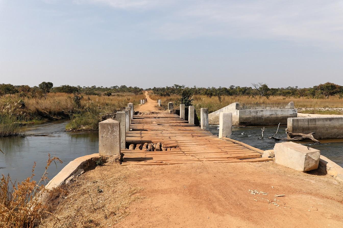 Brücke auf dem Weg nach Chilubi