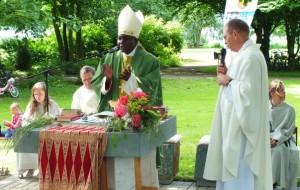 Erzbischof Chama bei seinem ersten Besuch 2012